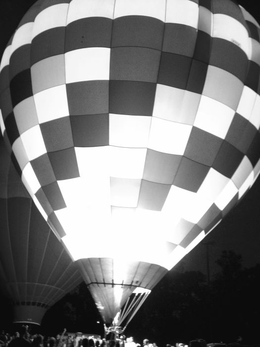 b and w balloon